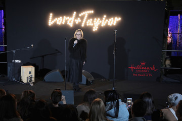 Liz Rodbell Lord & Taylor Unveils 2017 Holiday Windows With Performance By Jessie James Decker
