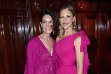 Lois Robbins Breast Cancer Research Foundation Hot Pink Gala Hosted By Elizabeth Hurley - Inside