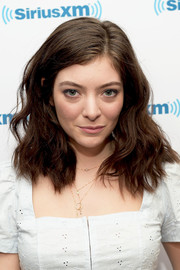 Lorde sported high-volume waves while visiting the SiriusXM studios.