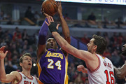 Kobe Bryant #24 of the Los Angeles Lakers puts up shot between Mike Dunleavy #34 and Pau Gasol #16 of the Chicago Bulls at the United Center on February 21, 2016 in Chicago, Illinois. NOTE TO USER: User expressly acknowledges and agrees that, by downloading and or using the photograph, User is consenting to the terms and conditions of the Getty Images License Agreement.