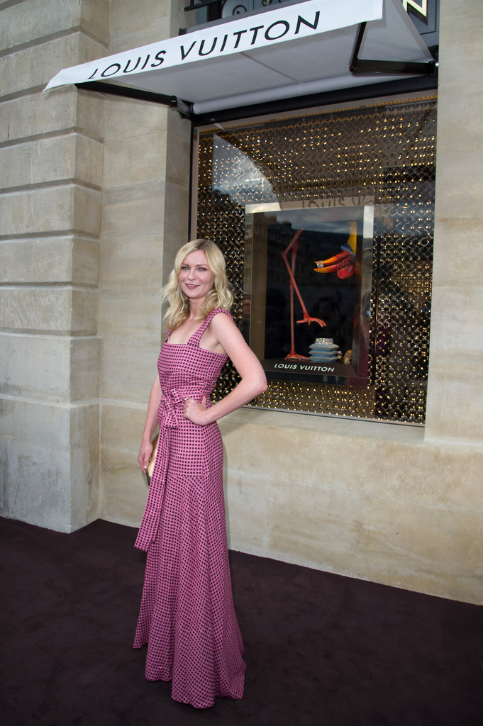Kirsten dunst in louis vuitton new boutique opening for Haute couture boutique