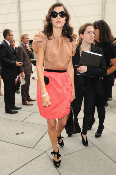 Camilla Belle poses as she arrives at the Louis Vuitton Pret a Porter show as part of the Paris Womenswear Fashion Week Spring/Summer 2010 at Cour Carree du Louvre on October 7, 2009 in Paris, France.