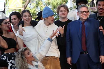 Lucian Grainge Hailee Steinfeld Sir Lucian Grainge Honored With A Star On The Hollywood Walk Of Fame