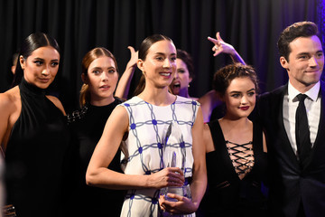 Lucy Hale Ian Harding People's Choice Awards 2016 - Backstage and Audience