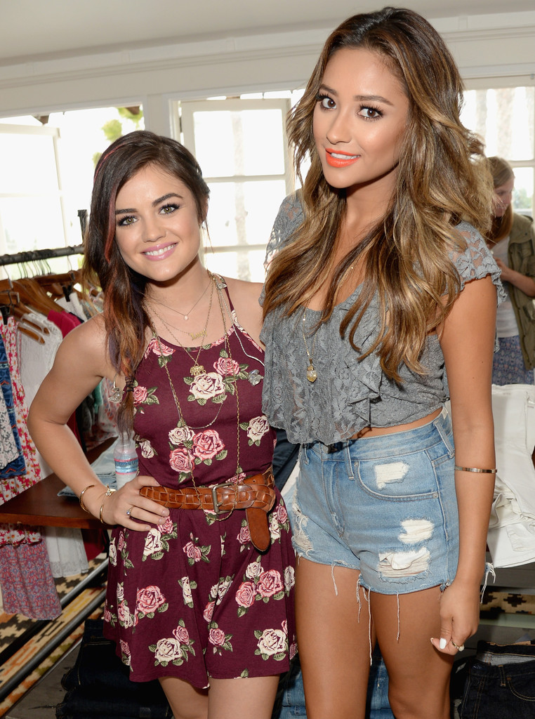Shay Mitchell Photos Photos Lucy Hale Performs In Santa