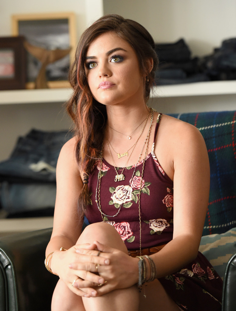 Lucy Hale Lucy Hale Photos Lucy Hale Performs In Santa