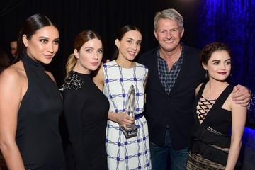 Lucy Hale Troian Bellisario People's Choice Awards 2016 - Backstage and Audience