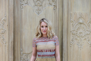 Ludivine Sagnier Valentino : Outside Photocall - Paris Fashion Week Womenswear Spring/Summer 2017