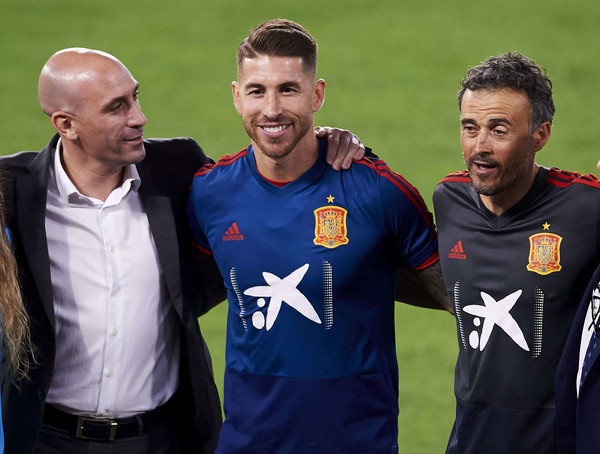 Spain Training Session And Press Conference [player,team sport,team,sports,grass,football player,ball game,plant,coach,soccer,luis enrique martinez,president,r,sergio ramos,c,spain,spanish royal football federation,uefa nations league,l,spain training session and press conference]