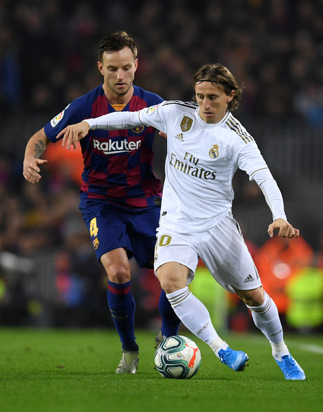 FC Barcelona v Real Madrid CF  - La Liga [player,soccer,sports,soccer player,sports equipment,football player,team sport,ball game,football,sport venue,ivan rakitic,luka modric,barcelona,spain,camp nou,fc barcelona v real madrid cf,la liga,fc barcelona,match]