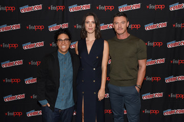 Luke Evans 2017 New York Comic Con - Day 4
