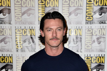 "Luke Evans ""The Hobbit: The Battle Of The Five Armies"" Press Line - Comic-Con International 2014"