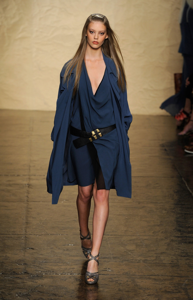 Ondria hardin in mbfw donna karan new york runway zimbio for Donna karen new york