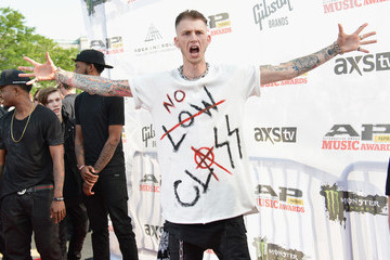 Machine Gun Kelly 2014 Gibson Brands AP Music Awards - Arrivals