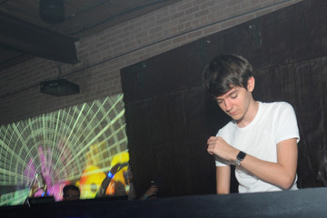 Madeon The Pandora Invasion Ft. Madeon