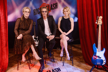 Mamie Gummer Rick Springfield Actors Attend the 'Ricki And The Flash' Cast Photo Call