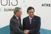 Atresmedia CEO Silvio Gonzalez (L) and former USA New Mexico Governor Bill Richardson (R) attend the Management & Business Summit 2015 at the Palacio Municipal de Congresos on June 17, 2015 in Madrid, Spain.