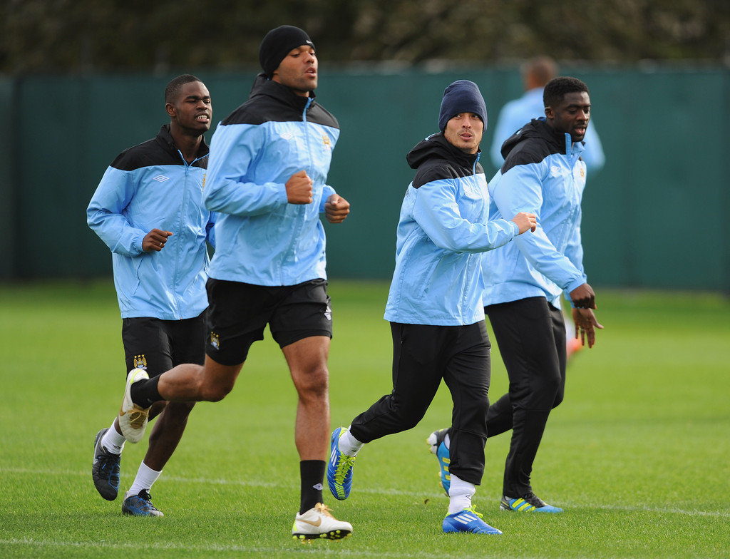 kolo toure in manchester city training and press conference zimbio. Black Bedroom Furniture Sets. Home Design Ideas