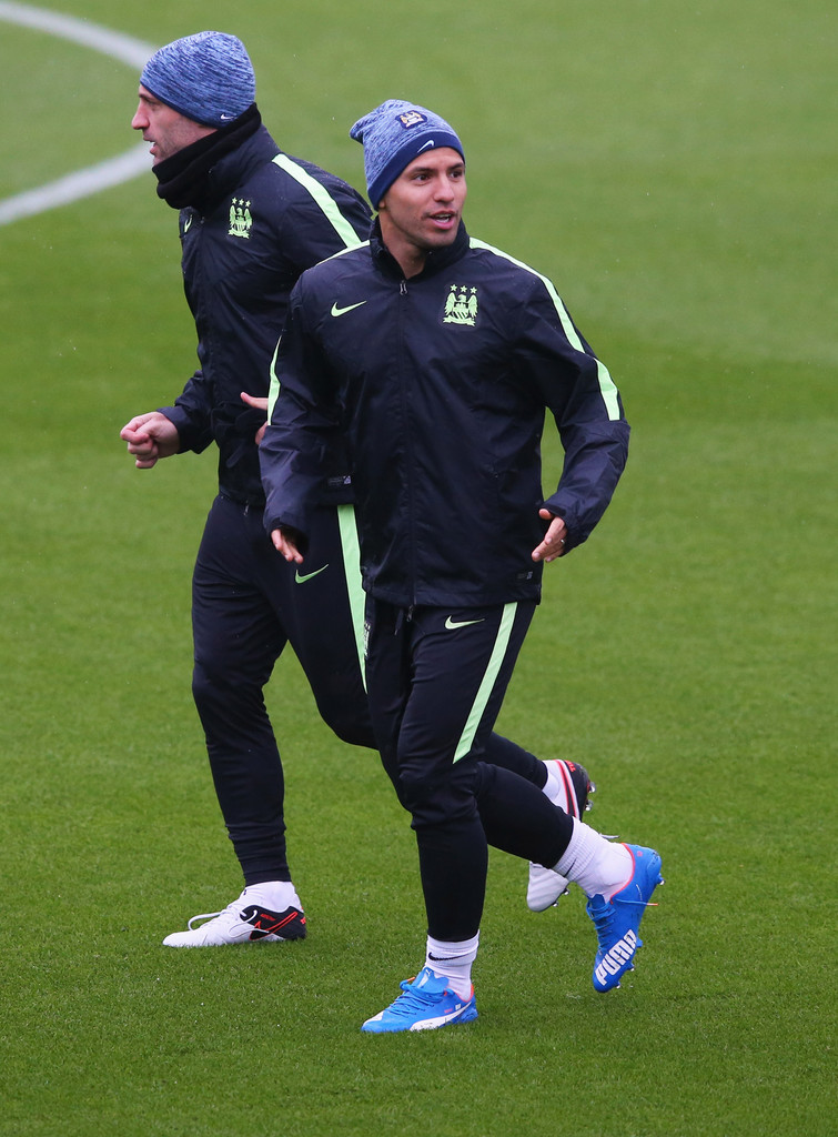 pablo zabaleta in manchester city training session zimbio. Black Bedroom Furniture Sets. Home Design Ideas