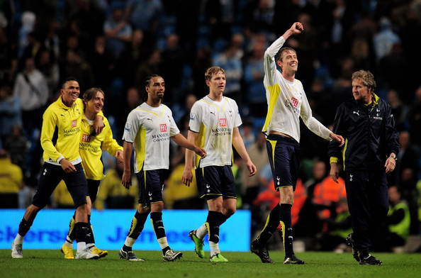 Peter Crouch (R) of Tottenham Hotspur celebrates with his team mates at the end of the Barclays Premier League match between Manchester City and Tottenham Hotspur at the City of Manchester Stadium on May 5, 2010 in Manchester, England.