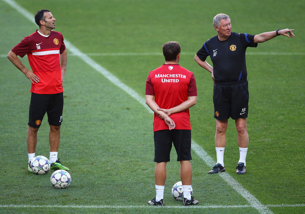 ryan giggs in manchester united training and press conference zimbio. Black Bedroom Furniture Sets. Home Design Ideas