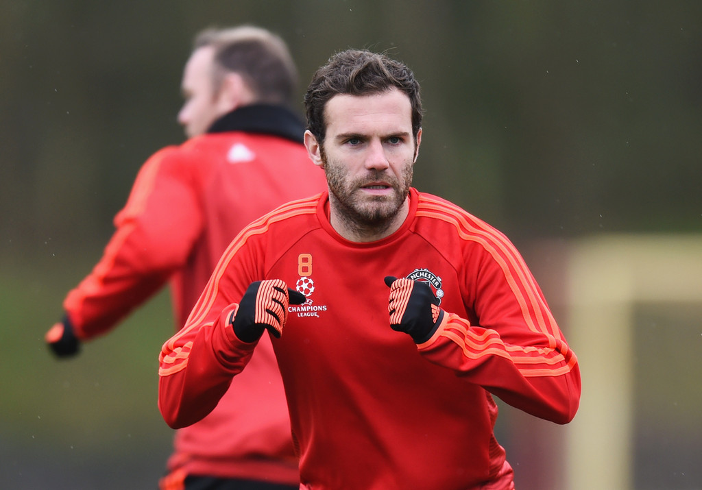 juan mata photos photos manchester united training session zimbio. Black Bedroom Furniture Sets. Home Design Ideas