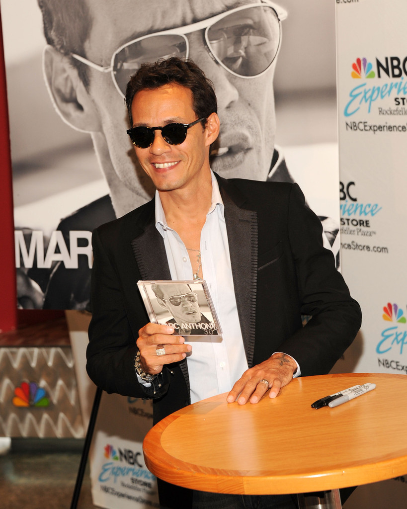 Marc anthony photos photos marc anthony greets his fans in nyc marc anthony photos photos marc anthony greets his fans in nyc zimbio m4hsunfo