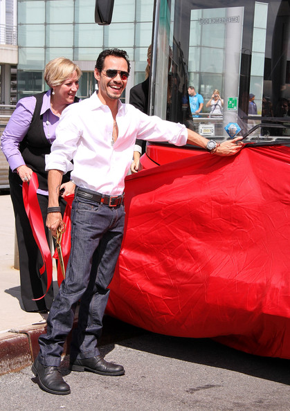"""Marc Anthony Honored By Gray Line New York's """"Ride Of Fame"""" []"""