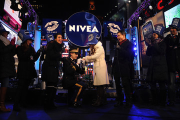 Mario Lopez Mario And Courtney Lopez Ring In 2013