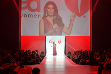 Marisa Tomei The American Heart Association's Go Red For Women Red Dress Collection 2018 Presented By Macy's - Runway