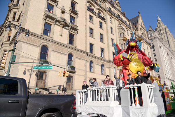 93rd Annual Macy's Thanksgiving Day Parade [town,architecture,vehicle,urban area,car,carnival,tourism,neighbourhood,facade,city,part,new york city,nct 127,macys thanksgiving day parade]