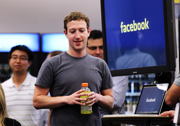 http://www3.pictures.zimbio.com/gi/Mark+Zuckerberg+Mark+Zuckerberg+Makes+Announcement+Nj0o0K_ktsvl.jpg