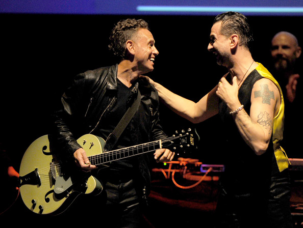 http://www3.pictures.zimbio.com/gi/Martin+Gore+7th+Annual+MusiCares+MAP+Fund+DYW3uakKjZLl.jpg