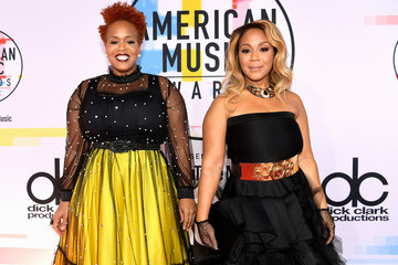 Mary Mary 2018 American Music Awards - Red Carpet