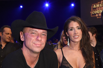 girl in kenny chesney dating Tourmates kenny chesney, tim mcgraw, jake owen and grace potter   inquiries about her love life, and whether or not she's dating kenny.