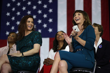 Mary Steenburgen Hillary Clinton Campaigns In Southern California