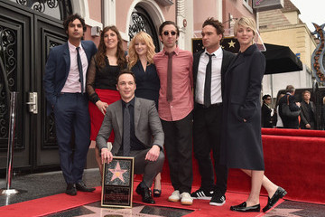 Mayim Bialik Jim Parsons Honored on the Walk of Fame