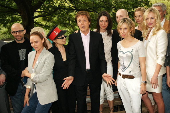 **UK TABLOID NEWSPAPERS OUT** (L-R) Moby, Stella McCartney, Yoko Ono, Sir Paul McCartney, Mary McCartney, James McCartney, Sam Taylor-Wood and Kate Bosworth attend the Meat Free Monday launch held at Inn the Park, St James' Park, on June 15 2009 in London.  (Photo by Dave Hogan/Getty Images) *** Local Caption *** Moby;Stella McCartney;Yoko Ono;Mary McCartney;Kate Bosworth;Paul McCartney;James McCartney;Sam Taylor-Wood