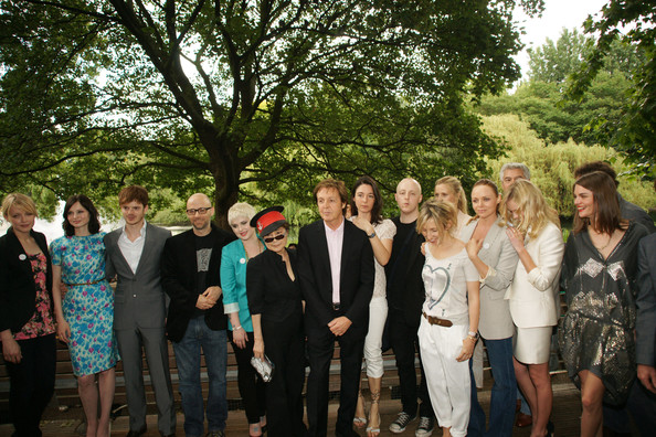 **UK TABLOID NEWSPAPERS OUT** (L-R) Lauren Laverne, Sophie Ellis-Bextor, Richard Jones, Moby, Kelly Osbourne, Yoko Ono, Sir Paul McCartney, Mary McCartney, James McCartney, Sam Taylor-Wood, Stella McCartney, Kate Bosworth and Anouck Lepere attend the Meat Free Monday launch held at Inn the Park, St James' Park, on June 15 2009 in London.  (Photo by Dave Hogan/Getty Images) *** Local Caption *** Kelly Osbourne;Lauren Laverne;Sophie Ellis-Bextor;Richard Jones;Moby;Stella McCartney;Yoko Ono;Mary McCartney;Sam Taylor Wood;Kate Bosworth;Paul McCartney;James McCartney;Sam Taylor-Wood;Anouck Lepere