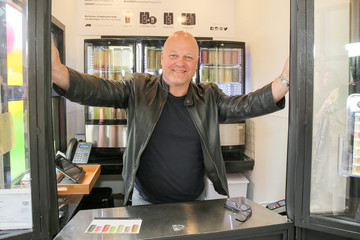 Michael Chiklis Soupure First Kiosk Opens at Brentwood Town Center