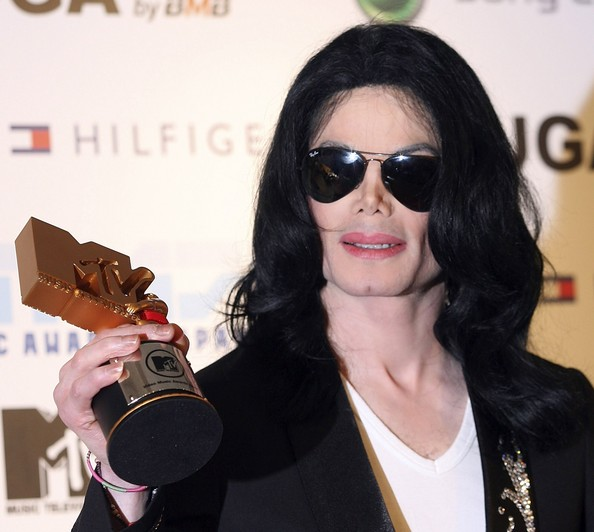Michael Jackson Legend Award winner Michael Jackson poses with his award at the 2006 MTV Video Music Awards at the Yoyogi National Athletic Stadium May 27, 2006 in Tokyo, Japan. (Photo by Koichi Kamoshida/Getty Images)....