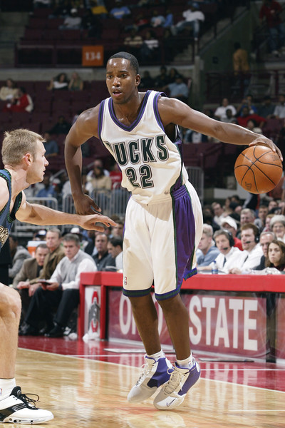 (future event) [photograph,basketball,sports,basketball player,tournament,basketball court,ball game,basketball moves,sport venue,player,michael redd,user,user,note,action,terms,milwaukee bucks,event,preseason game]