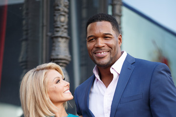Michael Strahan Kelly Ripa Kelly Ripa Honored With Star on the Hollywood Walk of Fame