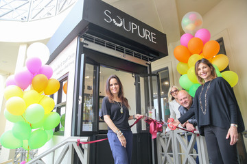 Michelle Chiklis Soupure First Kiosk Opens at Brentwood Town Center
