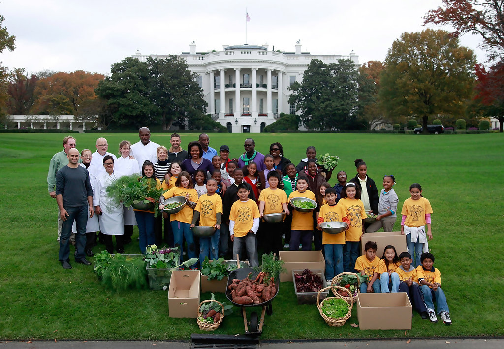 Michelle Obama In Michelle Obama And School Students Help With Harvest Of White House Garden