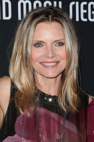 http://www3.pictures.zimbio.com/gi/Michelle+Pfeiffer+Elyse+Walker+Presents+8th+DjaPO52YV3Pl.jpg