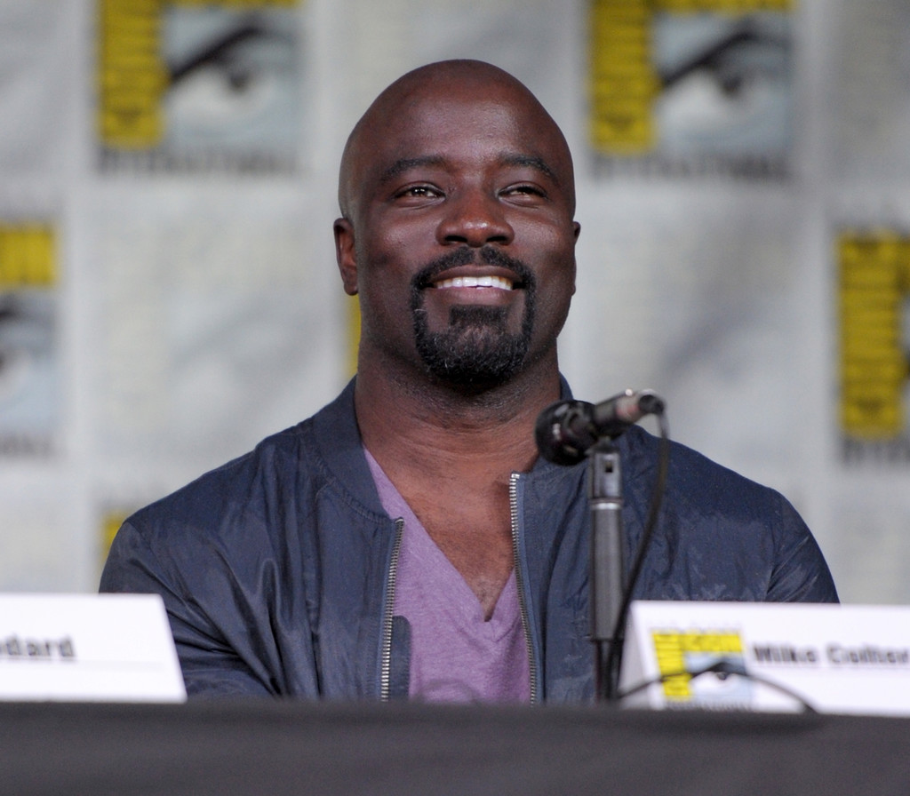 http://www3.pictures.zimbio.com/gi/Mike+Colter+Netflix+Marvel+Luke+Cage+San+Diego+DIUXcVlzoWFx.jpg