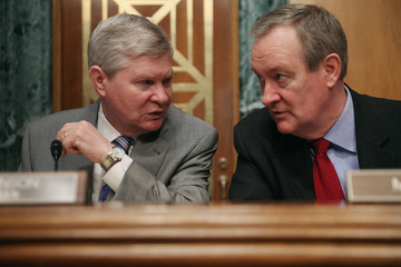 Mike Crapo Senate Holds Hearing on Financial Stability