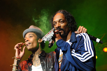 Snoop Dogg & Wiz Khalifa Mike Epps With Snoop Dogg And Wiz Khalifa In Concert
