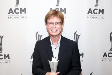 Mike Johnson 13th Annual ACM Honors – Backstage